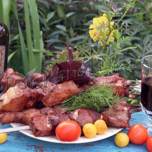 Шашлык из свинины на красном вине