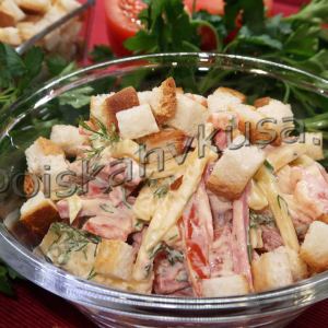 Салат с сыром и колбасой