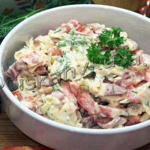Салат Гусарский с помидорами и колбасой