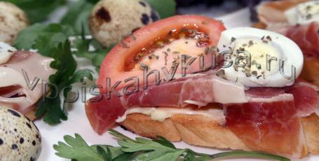 Брускетта с хамоном и помидорами