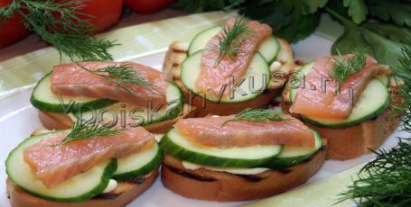 Бутерброды с сёмгой и огурцом