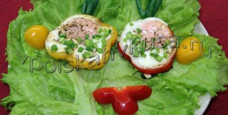 Яичница-глазунья в болгарском перце на завтрак