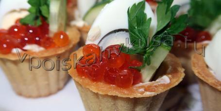 Тарталетки с красной икрой и перепелиными яйцами