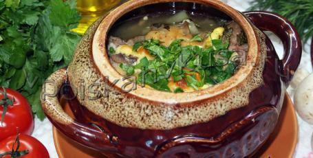 Фрикадельки с картошкой и грибами в горшочках