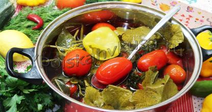 Квашеные помидоры с болгарским перцем