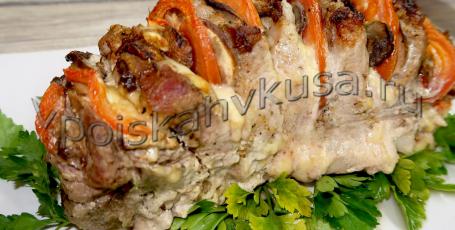 Мясная книжка из свинины с сыром, грибами и помидорами в духовке
