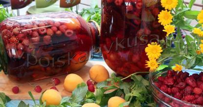 Абрикосовый компот с малиной и мятой на зиму