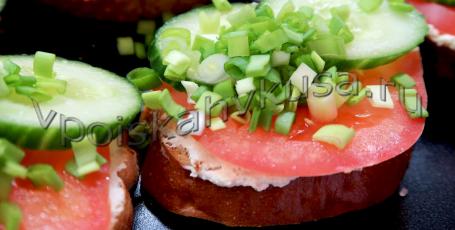 Бутерброды со сливочным сыром и помидорами