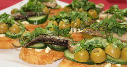 Бутерброды со шпротами, оливками и кинзой