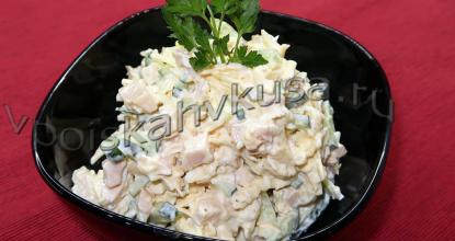 Салат с копченой куриной грудкой и огурцом