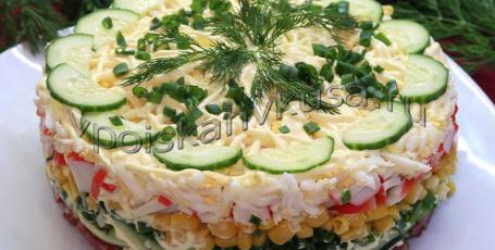 Вкусный салат с колбасой и кукурузой
