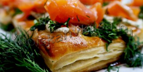 Тарталетки с лососем и брынзой