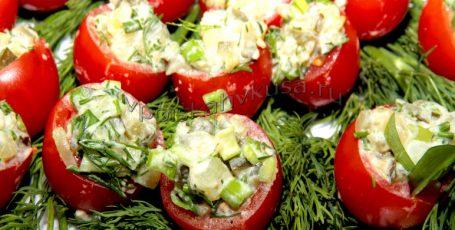 Помидоры с русским салатом