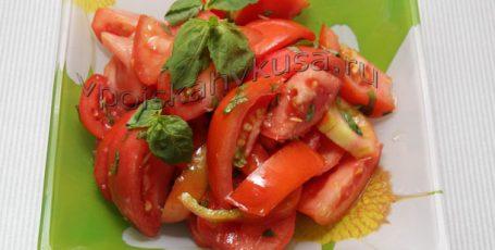 Салат из помидоров с лимоном и мятой